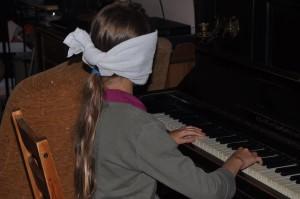 gra na pianinie bez patrzenia