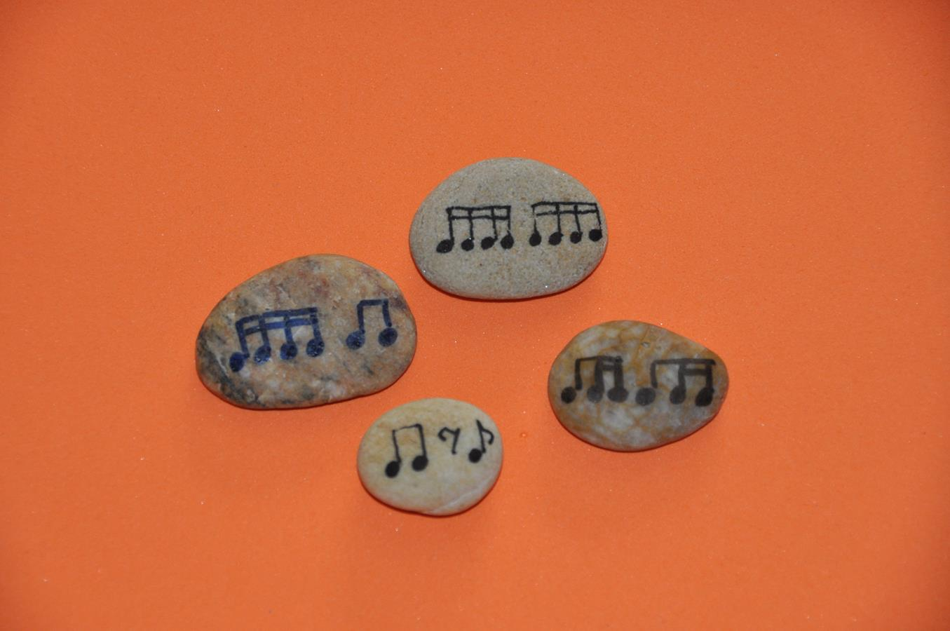 Nuty na kamieniach
