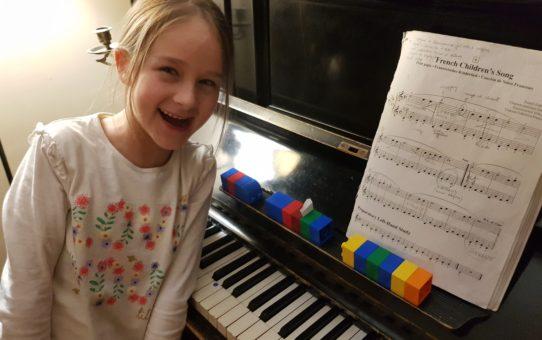 Klocki w nauce gry na pianinie